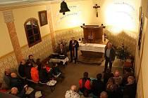 DŘEVĚNÁ KAPLE Nejsvětější Trojice v Suché Rudné z roku 1739 během šesti let prošla celkovou renovací. V novém kabátě se představila návštěvníkům koncertu opery Slezského divadla Dalibora Hrdy.
