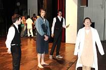 Studenti bruntálských středních škol jsou hlavními protagonisty nové divadelní hry amatérského divadelního souboru Záplata.