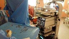 Přístrojové vybavení krnovské nemocnice doplnila také tato artroskopická sestava, která bude na ortopedickém oddělení sloužit k miniinvazivním operacím velkých kloubů.
