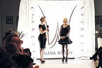 Rodačka z Bruntálu Alena Wilson (na snímku stojící vpravo) se věnuje módnímu návrhářství, vybudovala si vlastní módní značku. S modely Aleny Wilson i se samotnou návrhářkou se seznámí návštěvníci městského plesu v Bruntále.