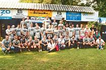 Jestřábí muž. To jsou oni odvážlivci, kteří se účastnili amatérského triatlonu na přehradě Slezská Harta v předchozím ročníku.
