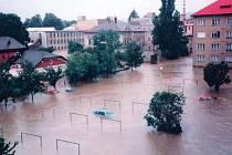 Zatopený Krnov. Voda zalila město a způsobila velké hmotné škody.