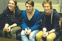 Tři dívky, které působí jako dobrovolnice v Krnově a Bruntále. Zleva Arianna z Itálie, Josephine a Rosa z Německa.