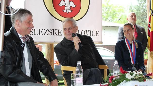 Prezident Miloš Zeman zakončil návštěvu kraje ve Slezských Pavlovicích.