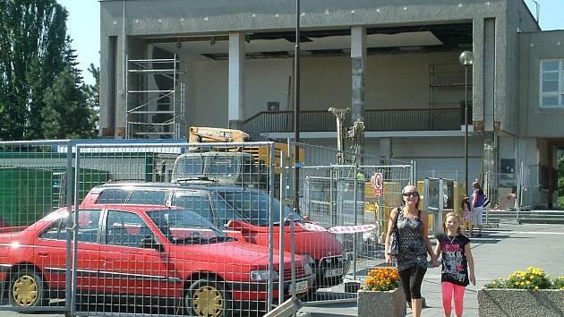 Budovu Městského úřadu v Orlové na léto ovládli stavbaři.