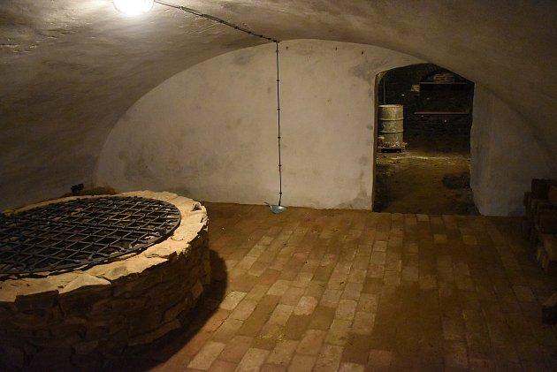 Úvalenská Rychta díky dotaci zpřístupní své historické sklepy. Na oživení památek vcentru Úvalna se podílí projektant Dalibor Rebroš.