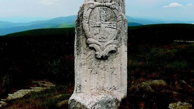 Hraniční kámen na vrcholu Pradědu