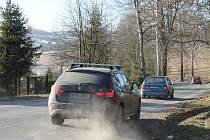 Frekventovanou silnici z Bruntálu do Meziny začnou rekonstruovat až v srpnu, práce potrvají celý rok.