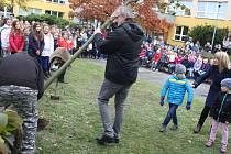 LÍPA vysazená před krnovskou školou v Žižkově ulici je jedním z mnoha stromů republiky, které nám budou připomínat oslavy 100 výročí vzniku Československa.