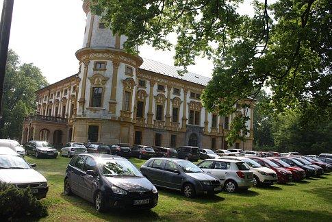 Zahájení nové sezony na zámku v Linhartovech.
