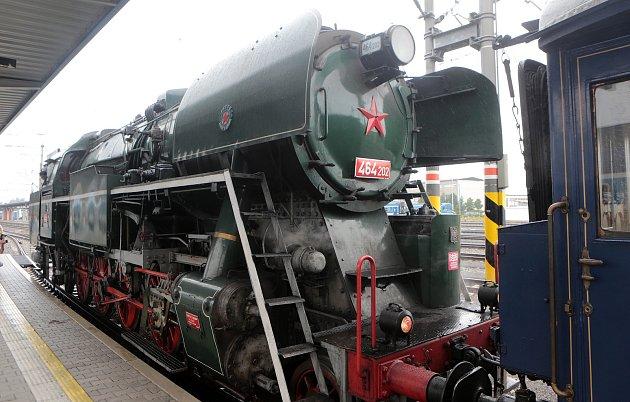 Vlak sestavený zvagonů, kterými cestovali českoskoslovenští prezidenti, vyrazil na turné po Česku a Slovensku. Výraznou stopu vněm zanechali řemeslníci zKrnovska a Ostravska.