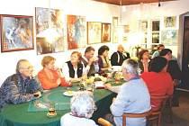 O výtvarné umění je v karlovické galerii pravidelně obrovský zájem.