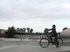 Nový skate/bike park v Krnově patří k nejmodernějším v kraji. V provozním řádu byl ale vydán zákaz používat zde klasická kola včetně těch horských.