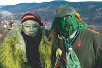 Manželé Vodníkovi přivítali turisty novoročenkami a popřáli jim mnoho štěstí do dalšího roku.