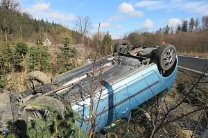 Silnice mezi Zátorem a Novými Heřminovy se bez bouraček neobejde.