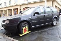 Za špatné parkování hrozí také v Bruntále pokuta.
