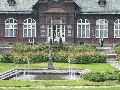V půvabném romantickém objektu Letních lázní v Karlově Studánce najdou návštěvníci nejen kavárnu, ale i moderní bazén s řadou vodních atrakcí a masážních prvků.