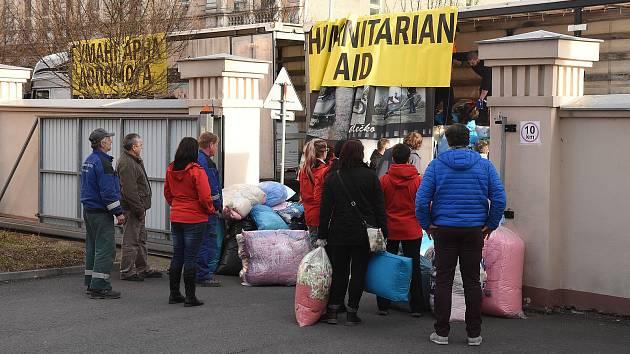 86816e18129 Kamiony s humanitární pomocí jedou z Krnova na Ukrajinu