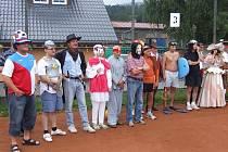 Navázat kontakty a pobavit se neformálně při sportování je smyslem mezinárodního turnaje v tenisu v areálu vrbenských kurtů.