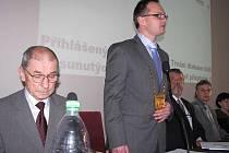 František Struška (vlevo) a jeho nástupce ve funkci starosty Petr Rys.