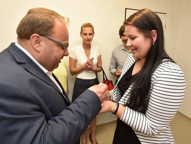 Sladké Osoblažsko je sociální podnik zaměřený na marmelády a džemy z místních surovin. Ochutnal je i hejtman Novák.