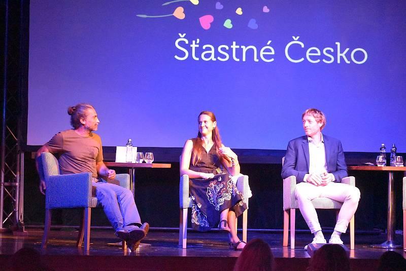 Majitel nápojářského gigantu Kofola Jannis Samaras pozval na pódium svou manželku Zuzanu. Matematik a vizionář Karel Janeček Krnovanům představil svého pětiletého syna Yaniska.