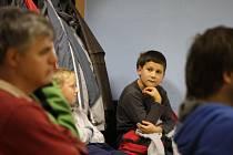 ROK 2012: Statutární zástupci HK Krnov odmítali uznat pochybení v účetnictví a město klubu pozastavilo dotace. Rodiče nejmladších hokejistů přišli na zasedání vysvětlovat zastupitelům, jak jejich děti doplatily na spory dospělých.