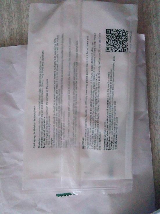 Deník poslal České obchodní inspekci ČOI fotodokumentaci jaké roušky a respirátory dostali senioři v Moravskoslezském kraji. Jak by tyto čínské výrobky obstály při kontrole ČOI?