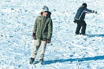Oblíbeným místem pro bruslení je také Kobylí rybník v Bruntále. Hladinu pokryla ledová krusta a na zamrzlé ploše se nyní prohánějí děti i dospělí.