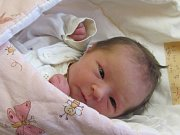 Jmenuji se LAURA MIKULINCOVÁ, narodila jsem se 3. května, při narození jsem vážila 2560 gramů a měřila 47 centimetrů. Rodiče se jmenují Veronika a Miloslav, doma se na mě těší bratříček Filípek. Bydlíme v Krnově.