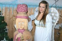 Český Ježíšek má svůj domov v Pradědově galerii u Halouzků v Jiříkově. Návštěvníci zde o svátcích uvidí i dva živé anděly, kteří budou vítat hosty.