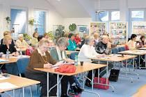 Vzdělávání seniorů se těší ve Vrbně pod Pradědem stálého zájmu. Studenti, kteří dříve navštěvovali výuku pořádanou Sl. univerzitou v Opavě se nyní scházejí také na přednáškách pořádaných Střediskem kultury a vzdělávání Střecha (Univerzita volného času).