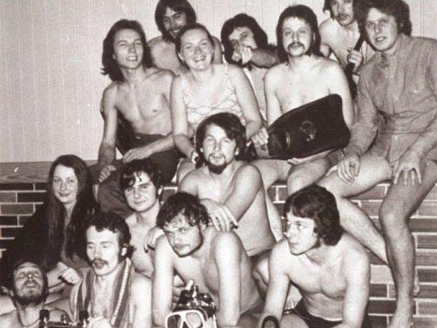První potápěčský klub Bruntál, seznam jeho členů najdete včlánku vedle fotografie. Snímek je zroku 1975.