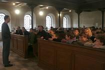 Dětské parlamenty v krnovské synagoze.