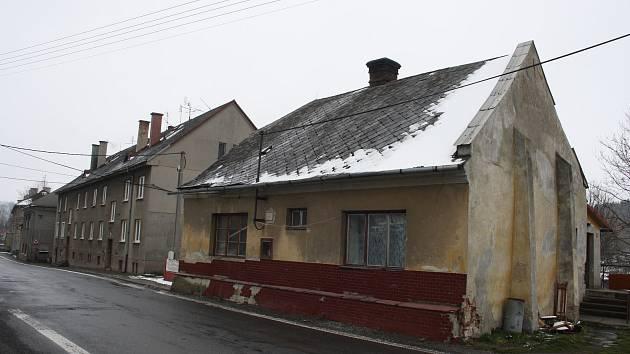 Ve Dvorcích byl klid. Kromě toho, že v sobotu 13. dubna napadl sníh a že v Olomoucké ulici osobní auto sjelo do příkopy, se ve Dvorcích nic zajímavého nestalo.