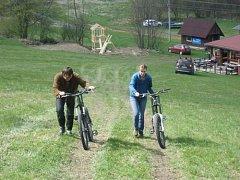 Vlek ve Vraclávku má za sebou kvůli teplé zimě špatnou sezonu. Ve středu lyžaře nahradí bikeři, kteří si mohou zkusit sjet na kolech trať dlouhou asi 3700 metrů.