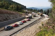Červenohorské sedlo bylo loni uzavřeno od dubna do listopadu. Letos bude zavřené v termínu od 3. května do 9. června. Kamiony čeká dlouhá objízdná trasa přes Rýmařov, Bruntál, Nové Heřminovy a Vrbno pod Pradědem.