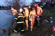 V Bruntále se uskutečnil čtrnáctý ročník Krystalku, vánočního otužileckého plavání v Kobylím rybníce. Letos se ho zúčastnilo 18 plavců, z toho tři ženy.