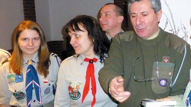 Den zamyšlení oslavili společně krnovští skauti s polskými harcery na radnici v Hlubčicích.