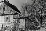 Rodný dům profesora Albina Heinricha už poblíž vlakové zastávky v Břidličné nikdy nikdo nespatří, v osmdesátých letech stavbu srovnali se zemí.