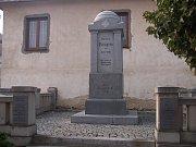 Brumovice v roce 1922 postavily památník se jmény 40 padlých za první světové války.