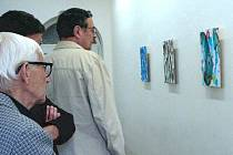 Jiří Georg Dokoupil jako malíř a výtvarník dosáhl světového věhlasu. V roce 2007 vystavoval nejen v Mnichově, Zürichu, Istanbulu, ale také v Krnově. Až do konce srpna se Dokoupil v Praze prezentuje jako úplně první český tvůrce streetartu.