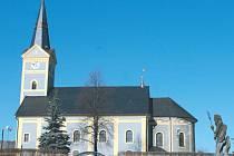 Kostel Sv. Jiljí neboli Aegidia je dominantou centra obce Dvorce u Bruntálu. Oltář je již zrenovovaný, na řadu mají přijít vzácné varhany.