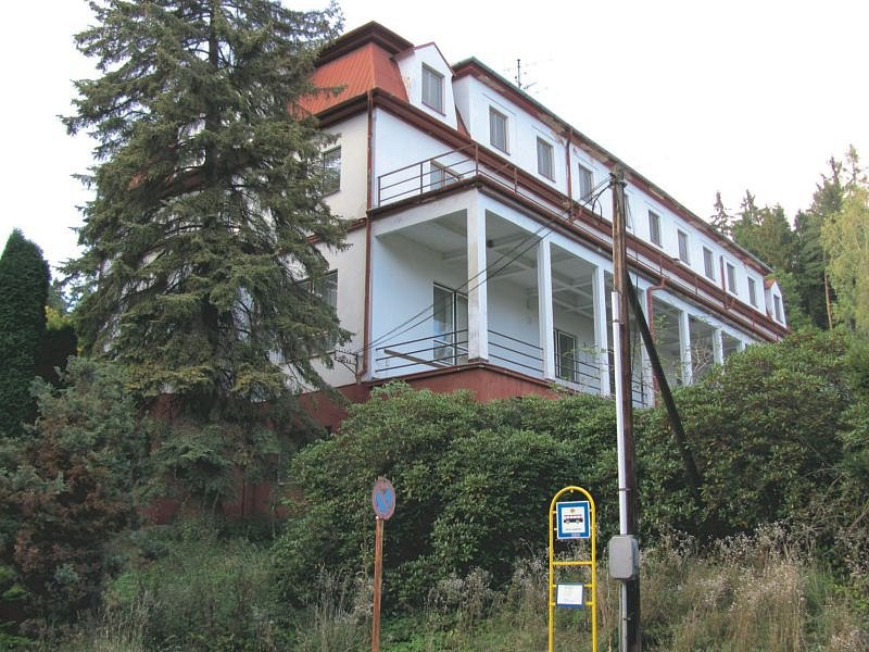 Sanatorium Ozon neboli bývalá plicní léčebna TRN je na Ježníku. Ilustrační foto.