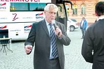 Poslední návštěva Miloše Zemana v Krnově se konala v roce 2010, když před parlamentními volbami sháněl hlasy pro Zemanovce.
