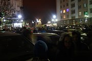 Česko polské adventní trhy na krnovském náměstí odstartovalo rozsvícení vánočního stromu a ohňostroj.