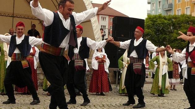 Řecké dny na krnovském náměstí provázelo vystoupení folklorních souborů z Řecka, Polska, Šumperku, Krnova, Prahy a Brna, které se zaměřují na řeckou kulturu a tanec. Pořadatelé přivítali také velvyslance Řecké republiky Konstantinose Kokossise.