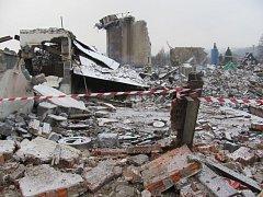Slévárna z Krnova zmizela koncem roku 2014. Zbyl po ní uvolněný pozemek a hromady drti, které jsou podle laboratorních rozborů spíše odpad než recyklát použitelný ve stavebnictví.