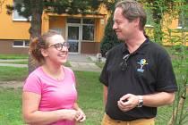 Tereza Vašnovská s Michalem Brunclíkem při otevírání hřiště v Krnově.