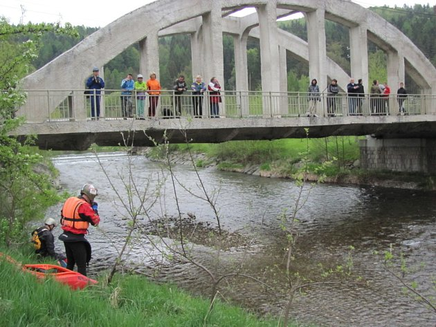 Symbolem Nových Heřminov je obloukový most  praotce železobetonu Rudolfa Saligera (1873Leskovec nad Moravicí – 1958Vídeň).  Místní obloukový most hrdě nosí na tričku a mostní oblouk se také stal logem festivalu Rockem proti přehradě.